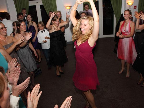 Party mit Gästen und DJ Geburtstag